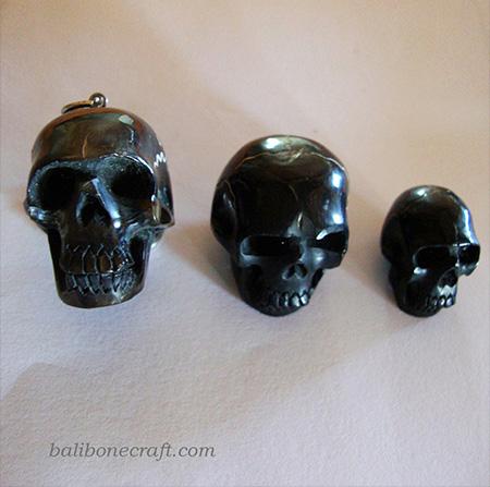 pendant skull from horn